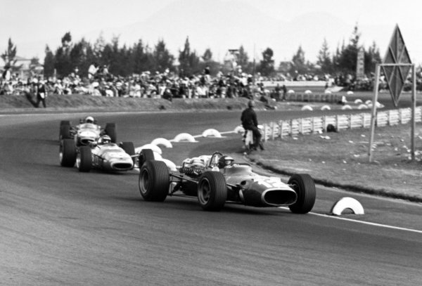 1967 Mexican Grand Prix.Mexico City, Mexico. 22 October 1967.Jonathan Williams, Ferrari 312, 8th position, leads Jean-Pierre Beltoise, Matra MS7-Cosworth, 7th position, and Jack Brabham, Brabham BT24-Repco, 2nd position, action.World Copyright: LAT PhotographicRef: b&w print