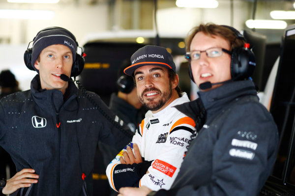 Shanghai International Circuit, Shanghai, China.  Friday 07 April 2017. Fernando Alonso, McLaren, with colleagues in the team's garage. World Copyright: Steven Tee/LAT Images ref: Digital Image _R3I2477