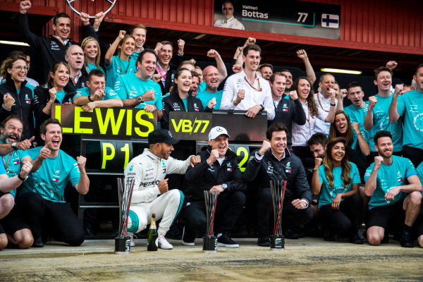 Race winner Lewis Hamilton (GBR) Mercedes-AMG F1 and Valtteri Bottas (FIN) Mercedes-AMG F1 celebrate with the team