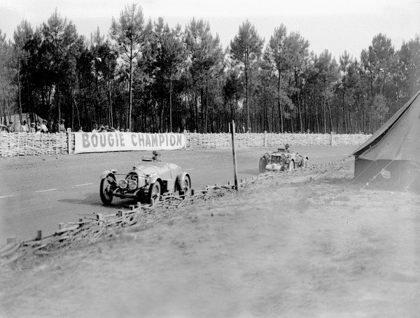 Le Mans, France. 16-17 June 1934.Adrien Alin/Albert Alin (BNC) leads Roy Eccles/Charles Martin (MG Magnette K3) who finished in 4th position.Ref-Motor 800/82.World Copyright - LAT Photographic