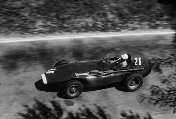 Pescara, Italy. 16th - 18th August 1957. Stirling Moss (Vanwall VW5) 1st position, action.World Copyright: LAT Photographic.Ref: 472 -32.