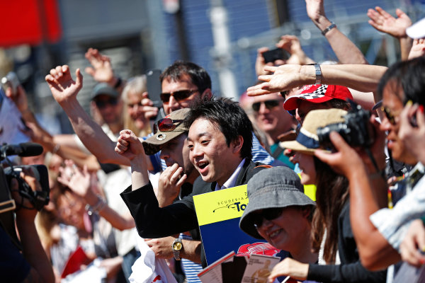 Monte Carlo, Monaco. Friday 22 May 2015. Fans wait for drivers autographs. World Copyright: Alastair Staley/LAT Photographic. ref: Digital Image _79P1458