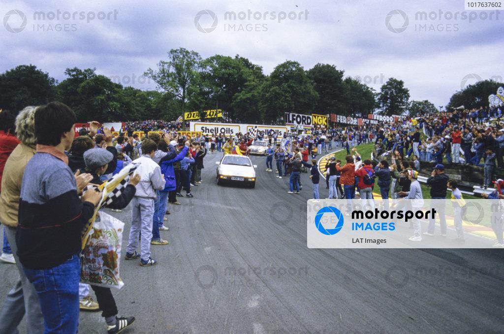 Race winner Nigel Mansell and Keke Rosberg on the lap of honour. Fans invade the circuit.