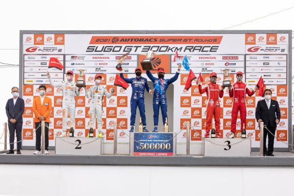 GT500 Winners Kazuki Hiramine & Nobuharu Matsushita, Team Impul, Nissan GT-R Nismo GT500, celebrate on the podium alongside Naoki Yamamoto & Tadasuke Makino, Stanley Team Kunimitsu, Honda NSX-GT, 2nd in GT500, and Koudai Tsukakoshi & Bertrand Baguette, Astemo Real Racing Honda NSX-GT GT500, 3rd in GT500