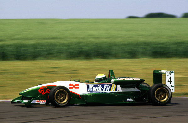 2001 British Formula 3 ChampionshipCastle Combe, England. 23rd - 24th June 2001.James Courtney (Jaguar Racing F3) - action.World Copyright: Peter Spinney/LAT Photographicref: 35mm Image A09