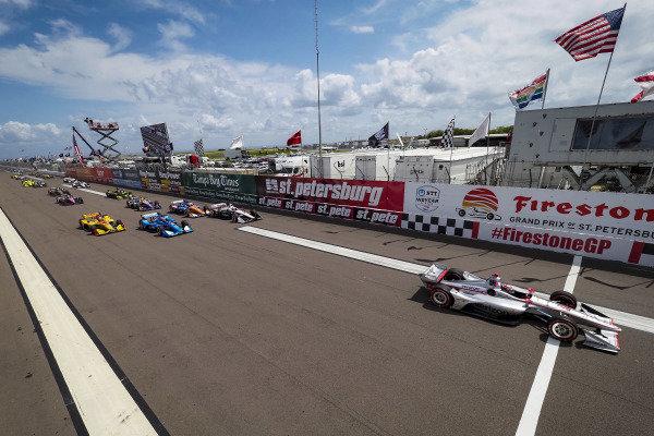 Will Power, Team Penske Chevrolet leads at the green flag start