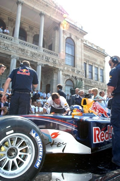 David Coulthard (GBR) demonstrates a Red Bull Racing Formula One car.Red Bull in Istanbul, Istanbul, Turkey, 17 July 2005.DIGITAL IMAGE