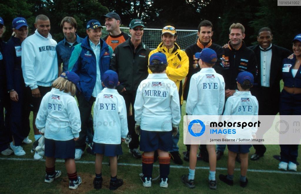 F1 stars meet Murray Walker fans British Grand Prix - Silverstone, England - 15 July 2001 BEST IMAGE