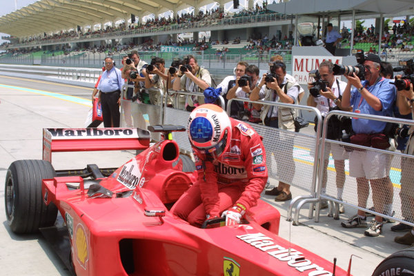 2001 Malaysian Grand Prix.Sepang, Kuala Lumpur, Malaysia. 16-18 March 2001.Rubens Barrichello (Ferrari) in parc ferme after qualifying.World Copyright - LAT Photographicref: 8 9MB DIGITAL IMAGE