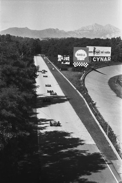 1970 Italian Grand Prix. Monza, Italy. 4th - 6th September 1970. The cars head into Curva Grande on the second lap, action. World Copyright: LAT Photographic. Ref: 1347A - 13A.