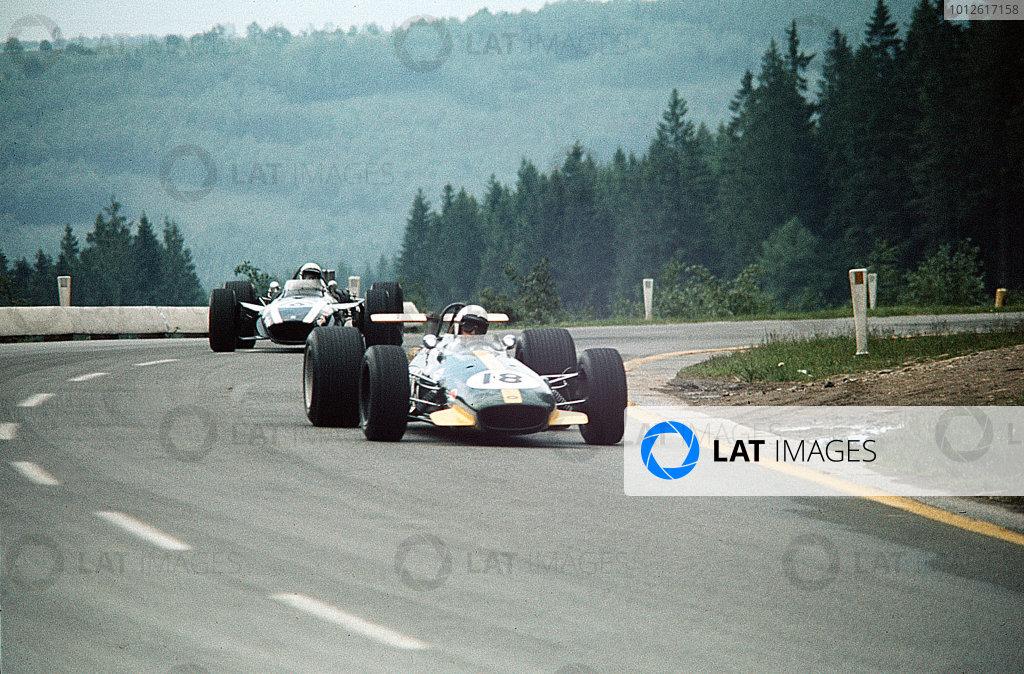 Spa-Francorchamps, Belgium.7-9 June 1968.Jack Brabham (Brabham BT26 Repco) leads Brian Redman (Cooper T86B BRM).Ref-35mm 68 BEL 13.World Copyright - LAT Photographic