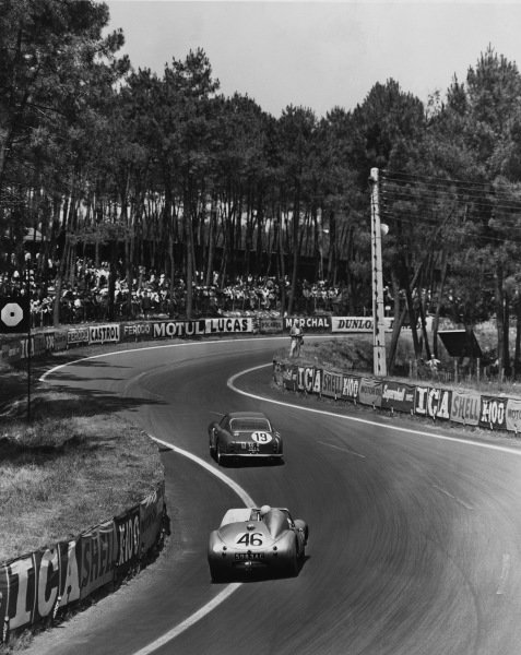 Le Mans, France. 25th - 26th June 1960 Ed Hugus/Augie Pabst (Ferrari 250 GT), 7th position, leads John Dalton/John Colgate (Austin-Healey Sprite), 16th position, action. World Copyright: LAT Photographic Ref:  Autocar Used Pic 22nd June 62 Pg 1024.