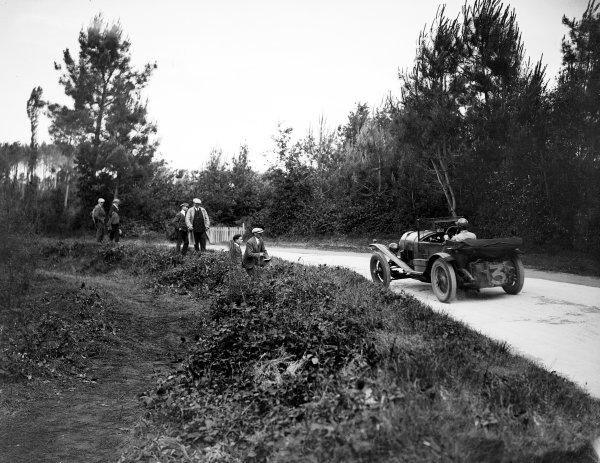Le Mans, France. 18-19 June 1927.Dudley Benjafield/Sammy Davis (Bentley Sport 3 Litre), 1st position,  action. World Copyright: LAT Photographic.Ref:  Autocar Glass Plate A8079.