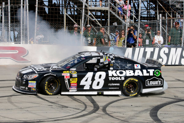 31 May-1 June, 2014, Dover, Delaware USA Jimmie Johnson does a burn out after winning the race ?2014, Lesley Ann Miller LAT Photo USA