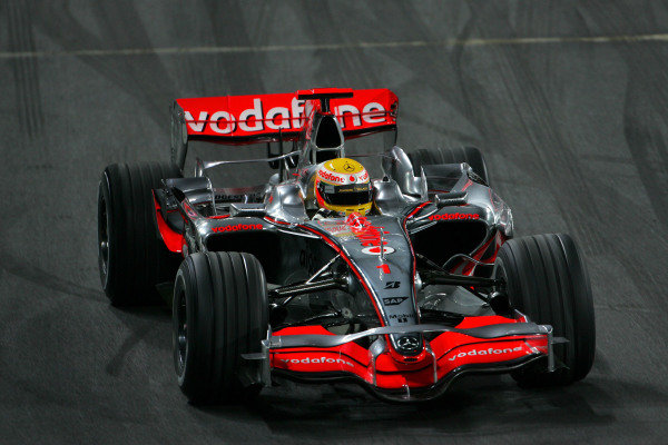 2008 F1 World Champion Lewis Hamilton (GBR) demonstrates a McLaren MP4-23 for the Wembley crowds. Race Of Champions, Wembley Stadium, London, England, 14 December 2008.