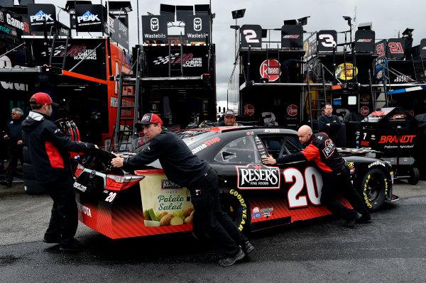 NASCAR Xfinity Series Sparks Energy 300 Talladega Superspeedway, Talladega, AL USA Friday 5 May 2017 Erik Jones, Reser's American Classic Toyota Camry crew. World Copyright: Rusty Jarrett LAT Images ref: Digital Image 17TAL1rj_1148