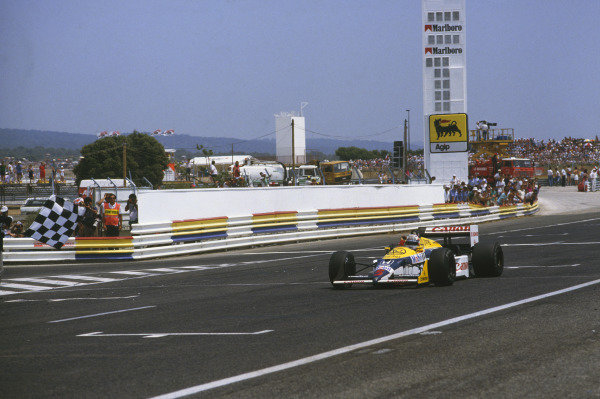 Paul Ricard, Le Castellet, France. 3-5 July 1987. Nigel Mansell (Williams FW11B Honda) 1st position, takes the chequered flag. Ref: 87 FRA 09. World Copyright - LAT Photographic
