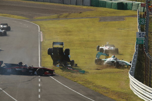 2014 Super Formula Series Sugo, Japan. 27th - 28th September 2014. Rd 6. The first lap accident, action World Copyright: Yasushi Ishihara / LAT Photographic. Ref:  2014SF_Rd6_024.JPG