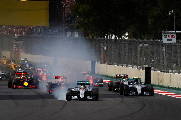 Autodromo Hermanos Rodriguez, Mexico City, Mexico. Sunday 30 October 2016. Lewis Hamilton, Mercedes F1 W07 Hybrid, locks a brake at the start as he leads Nico Rosberg, Mercedes F1 W07 Hybrid, Max Verstappen, Red Bull Racing RB12 TAG Heuer, Nico Hulkenberg, Force India VJM09 Mercedes, and the rest of the field. World Copyright: Glenn Dunbar/LAT Photographic ref: Digital Image _31I9439