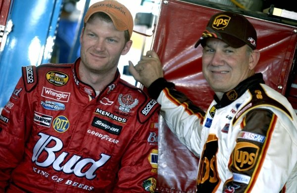 Dale Earnhardt Jr (USA) and Dale Jarrett (USA).NASCAR Nextel Cup, Rd35, Checker Auto Parts 500, Phoenix, Arizona, USA, 13 November 2005.DIGITAL IMAGE