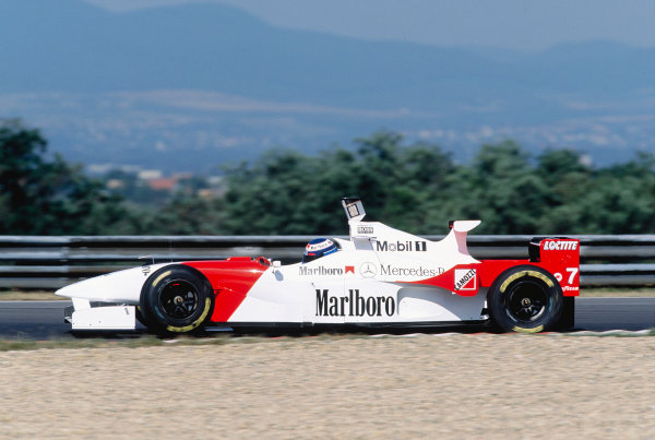 1995 Hungarian Grand Prix.Hungaroring, Hungary. 11-13 August 1995.Mika Hakkinen (McLaren MP4/10B Mercedes).Ref-95 HUN 29.World Copyright - LAT Photographic