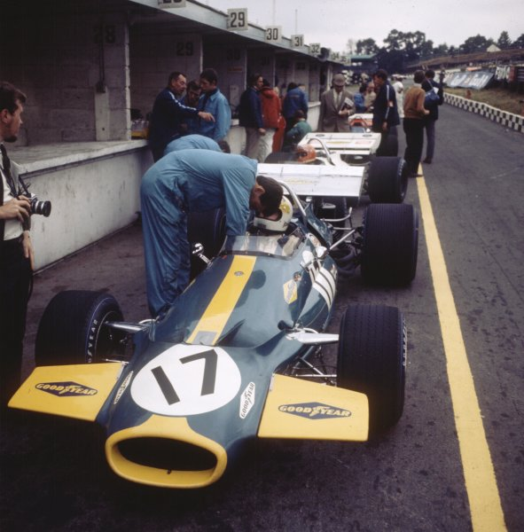 1970 British Grand Prix.Brands Hatch, England.16-18 July 1970.Jack Brabham (Brabham BT33 Ford) in the pits. He finished in 2nd position.Ref-3/4109Q.World Copyright - LAT Photographic