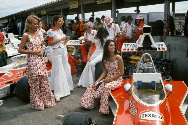 Interlagos, Sao Paulo, Brazil. 25-27 January 1974. Marlboro girls and McLaren mechanics with McLaren M23 Fords in the pits. Ref: 74BRA11. World Copyright - LAT Photographic