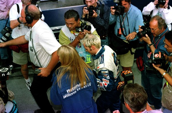 1997 Japanese Grand Prix.Suzuka, Japan.10-12 October 1997.Jacques Villeneuve (Williams Renault) after qualifying on pole position.World Copyright - LAT Photographic