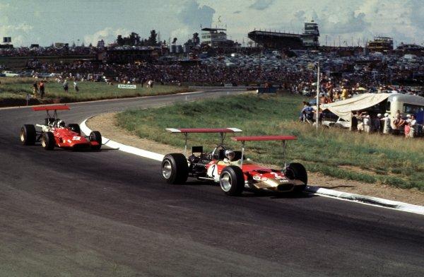 1969 South African Grand Prix.Kyalami, South Africa.27/2-1/3 1969.Jochen Rindt (Lotus 49B Ford) leads Chris Amon (Ferrari 312).Ref-69 SA 28.World Copyright - LAT Photographic