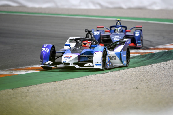 Maximilian Guenther (DEU), BMW I Andretti Motorsports, BMW iFE.21, leads Nick Cassidy (NZL), Envision Virgin Racing, Audi e-tron FE07