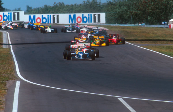 1993 Hungarian Grand Prix.Hungaroring, Budapest, Hungary.13-15 August 1993.Damon Hill (Williams FW15C Renault) leads Ayrton Senna (McLaren MP4/8 Ford), Gerhard Berger (Ferrari F93A), Riccardo Patrese, Michael Schumacher (both Benetton B193B Ford's) and Jean Alesi (Ferrari F93A) at the start.Ref-93 HUN 04.World Copyright - LAT Photographic