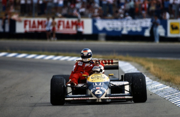 Winner Nelson Piquet (BRA) Williams FW11, gives Keke Rosberg (FIN) McLaren a lift back to the pits. Formula One World Championship, Rd10, German Grand Prix, Hockenheim, Germany, 27 July 1986.
