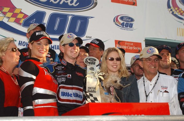2002 NASCAR Miami, USA November 14-17,2002,Homestead-Miami Motorsports Complex-Kurt Busch is flanked by his family and friends during the race win celebrations,-Russ LaBounty2002LAT Photographic