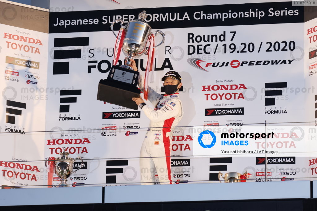 2020 Super Formula drivers' champion Naoki Yamamoto ( #5 DOCOMO TEAM DANDELION RACING, Dallara SF19 Honda ), 5th place, celebrates on the podium with his trophy