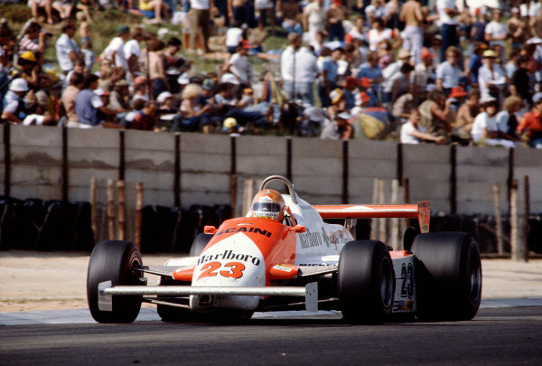 1982 South African Grand Prix.Kyalami, South Africa.13-15 October 1982.Bruno Giacomelli (Alfa Romeo 179D) 11th position.Ref-82 SA 34.World Copyright - LAT Photographic