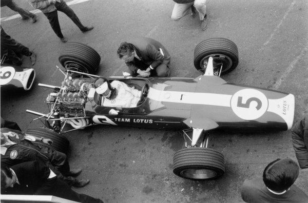 1967 Dutch Grand Prix.Zandvoort, Holland. 4 June 1967.Jim Clark (Lotus 49-Ford Cosworth), 1st position. Ref-552b #4A.World Copyright - LAT Photographic