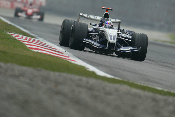 2004 Italian Grand Prix-Sunday Race,Monza, Italy.12th September 2004.Race action.World Copyright LAT Photographic.Digital Image only (a high res version is available on request).