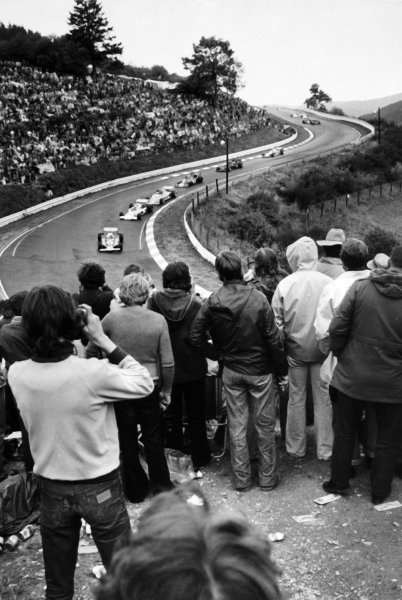 1976 German Grand Prix.Nurburgring, Germany.30/7-1/8 1976.Clay Regazzoni (Ferrari 312T2) leads a line of cars at the start, action.Ref-B/W Print.World Copyright - LAT Photographic