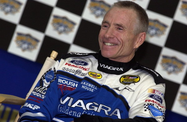 Mark Martin (USA), Viagra Ford, announces that 2005 will be his last season in the Nextel Cup Series and the number 6 Roush Racing Ford Taurus. NASCAR Nextel Cup, Rd31, UAW-GM Quality 500, Lowe's Motor Speedway, Charlotte, North Carolina, 15-16 October 2004.DIGITAL IMAGE