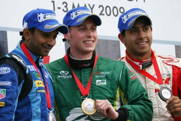 Sprint race podium & results:1st Adam Carroll (GBR), A1 Team Ireland, centre.2nd Narain Karthikeyan (IND), driver of A1 Team India, left.3rd Salvador Duran (MEX), driver of A1 Team Mexico, right.A1GP, Rd7, Brands Hatch, England, Sunday 3 May 2009.