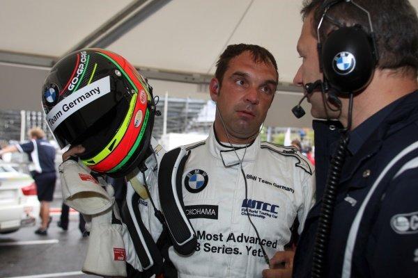 Jorg Muller (GER), BMW, left.FIA World Touring Car Championship, Rd7, Porto, Portugal, 5 July 2009.