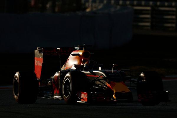Circuit de Catalunya, Barcelona, Spain Thursday 25 February 2016. Daniil Kvyat, Red Bull Racing RB12 TAG Heuer.  World Copyright: Alastair Staley/LAT Photographic ref: Digital Image _79P4797