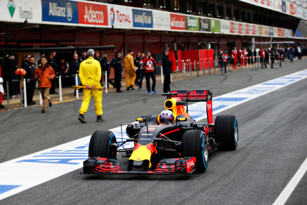 Circuit de Catalunya, Barcelona, Spain Monday 22 February 2016. Daniel Ricciardo, Red Bull Racing RB12 TAG Heuer. World Copyright: Steven Tee/LAT Photographic ref: Digital Image _L4R7030