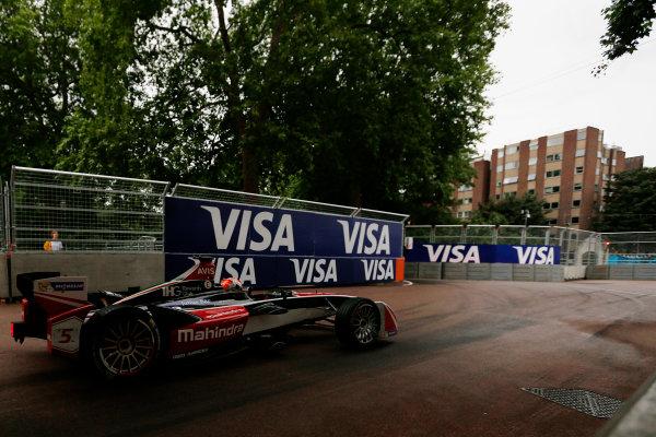 2014/2015 FIA Formula E Championship. London ePrix, Battersea Park, London, United Kingdom. Sunday 28 June 2015 Karun Chandhok (IND)/Mahindra Racing - Spark-Renault SRT_01E  Photo: Zak Mauger/LAT/Formula E ref: Digital Image _L0U0188