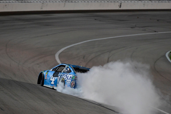 #4: Kevin Harvick, Stewart-Haas Racing, Ford Fusion Busch Light celebrates with a burnout