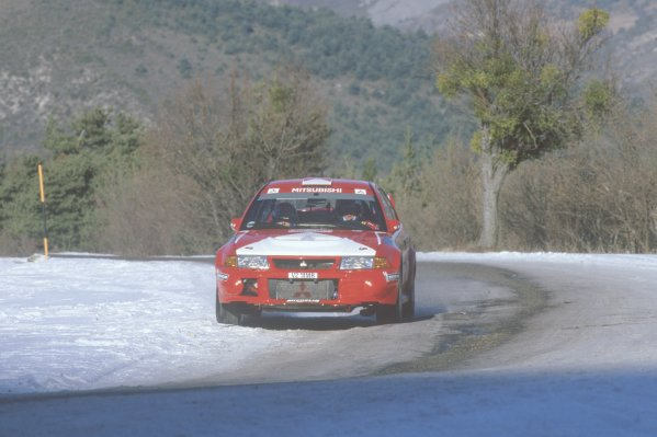 2000 World Rally Championship.Monte Carlo Rally, Monaco. 21-23 January 2000.Tommi Makinen/Risto Mannisenmaki (Mitsubishi Lancer Evo6), 1st position.World Copyright: LAT PhotographicRef: 35mm transparency 2000RALLY01
