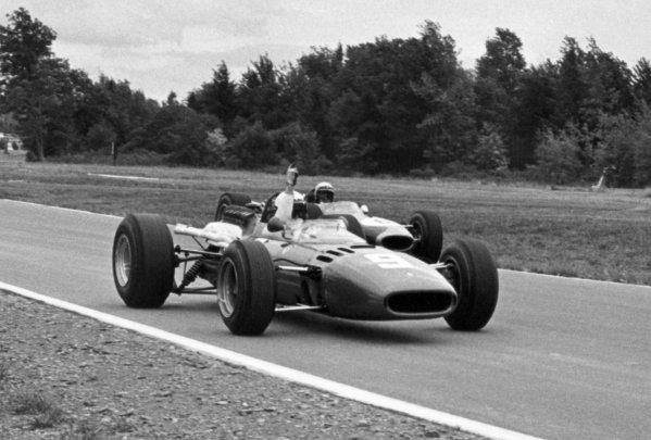 1966 United States Grand Prix.Watkins Glen, New York, USA.30/9-2/10 1966.Lorenzo Bandini (Ferrari 312), retired, is passed by Denny Hulme (Brabham BT20), retired, action.Ref-B/W PrintWorld Copyright - LAT Photographic