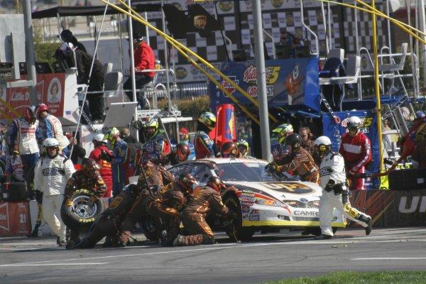16-18 March 2007, Atlanta Motor Speedway, Atlanta, GADale Jarrett pits©2007, Lesley Ann Miller, USALAT Photographic