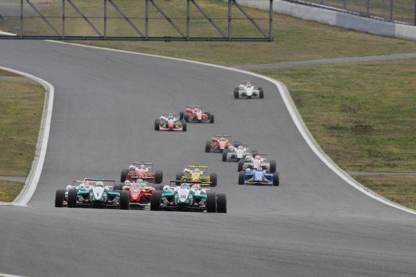 Fuji, Japan. 5th April 2009.Rd2 - Start of the race.World Copyright: Yasushi Ishihara/LAT Photographicref: 2009JF3_R2_001