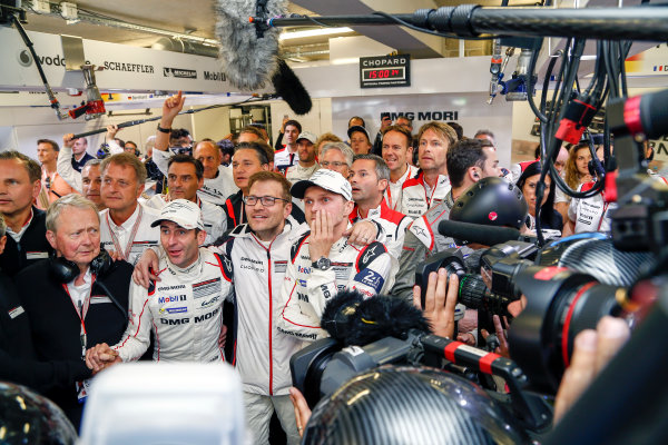 2016 Le Mans 24 Hours. Circuit de la Sarthe, Le Mans, France. Porsche Team / Porsche 919 Hybrid - Romain Dumas (FRA), Neel Jani (CHE), Marc Lieb (DEU).  Sunday 19 June 2016 Photo: Adam Warner / LAT ref: Digital Image _L5R7487